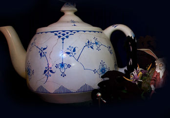 Treasures of the Walt Disney Archives teapot 530